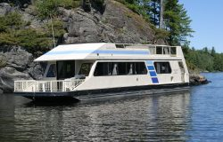 Voyagaire Lodge & Houseboats
